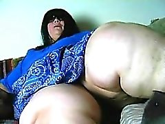 Huge Legs - Find her on bbw-cdate