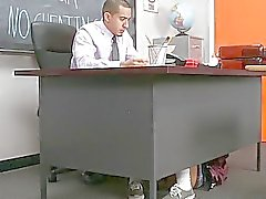 Schoolgirl Learns ihre Lektion