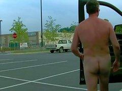 Dem parkplatz auf nackt nackt auf
