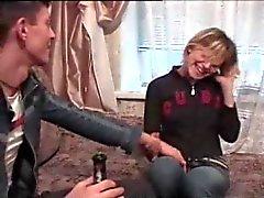 Betrunkenes Mädchen gefickt öffentlich