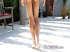 Super flexi angular girl peeing outdoors