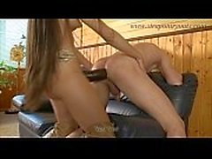 Girl Fucks Guy avec Strap-on