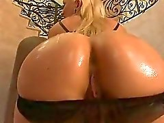 Phat booty Lea Lexis anal screwed with huge dong