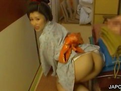 Blowjob on knees with sweet geisha