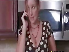 Eu du MILF Sexe In The Kitchen