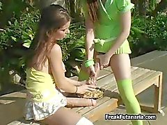 Two horny girls follando por ahí con cada uno de part2