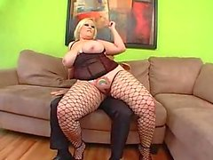 Blonde BBW geramd in netkousen