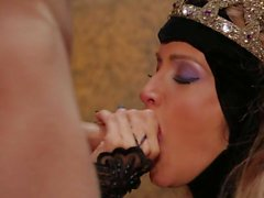 Medieval princess Jessica Drake gives throat job and gets fucked