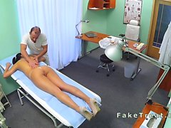 Doctor des massages sa nourrice