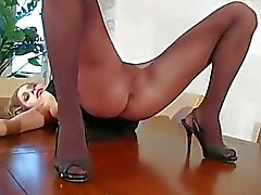 Pussy show in pantyhose