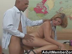 AdultMemberZone - She needs to spread very wide for a giant