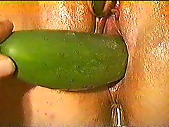 Chunky wife mast and squirt while geting cucumber fucked
