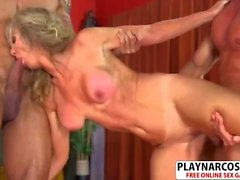 Old Not Mom Jenna Covelli Gives Handjob Good Hot Dad's Friend