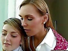Tania Tate and de Staci de Silverstone 3some