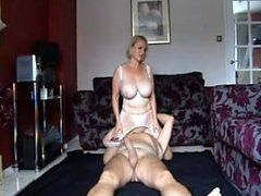 Busty mature amateur gives a great blowjob